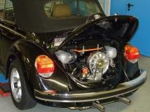 1303 Cabrio Heckansicht mit geöffneter Motorraumklappe