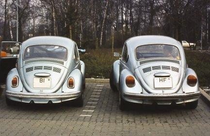 1303 S mit 2,0l Typ 4 Motor (Fahrzeug rechts im Bild, ca. 1980)