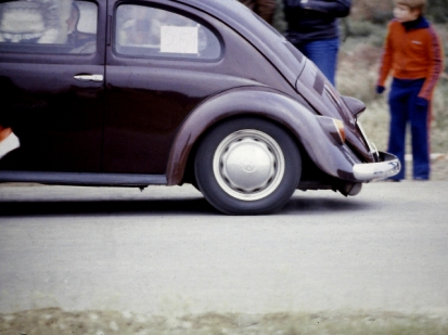 Da gibt es viel zu sehen: Beschleunigungsrennen in Herford Anfang der 1980er Jahre, die Dynamik beim Anfahren ist deutlich zu erkennen