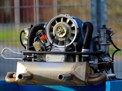 So wild, dass er hinter Gitter muss? 2,4l Typ 4 Motor für den sportlichen Einsatz fertig zum Probelauf.