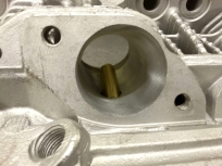 Einlaßkanal des Zylinderkopfs mit 39mm Durchmesser.