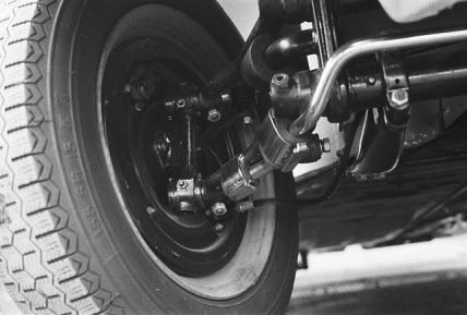 Bundbolzenvorderachse mit Stabi und Porsche 356 Bremse.