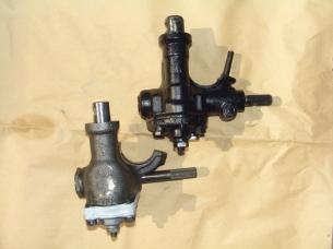Rollenlenkgetriebe (links unten) und Spindellenkgetriebe (rechts oben)
