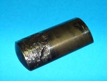 typischer Gleitsteinschaden durch Vollgasbetrieb, starke Ausbrüche an den Gleitstein-Halbschalen
