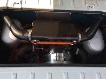 Super! Die nachträglich montierte Wartungsklappe erlaubt den freien Zugang zum Motorraum.